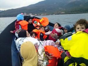 Völlig unterkühlte Kinder und Frauen auf der Sea-Watch Rescue am Board.