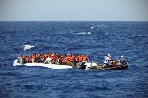 Boot 1: 112 Menschen, darunter 60 Frauen, Schwangere und Kinder